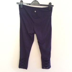 Soma Capri leggings with cutout weave to back leg
